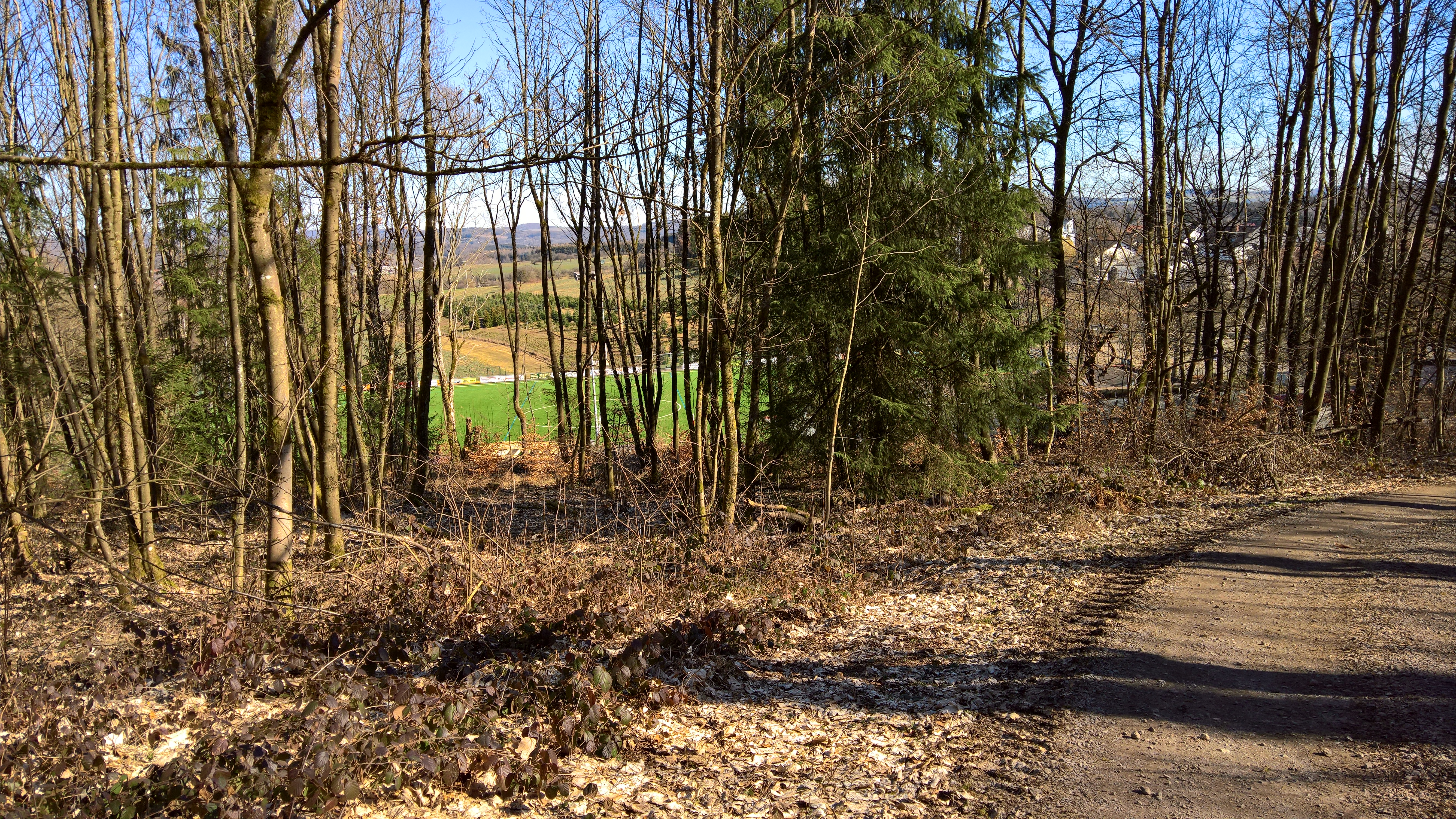 Da unten ist der Sportplatz Winterbach
